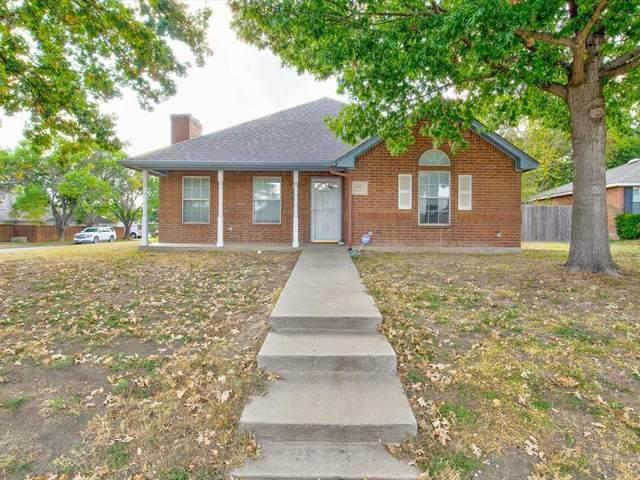 1301 Highcrest Drive, Burleson, TX 76028 (MLS #14682736) :: Jones-Papadopoulos & Co