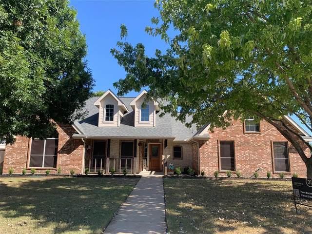 304 Canterbury Drive, Saginaw, TX 76179 (MLS #14684126) :: Frankie Arthur Real Estate