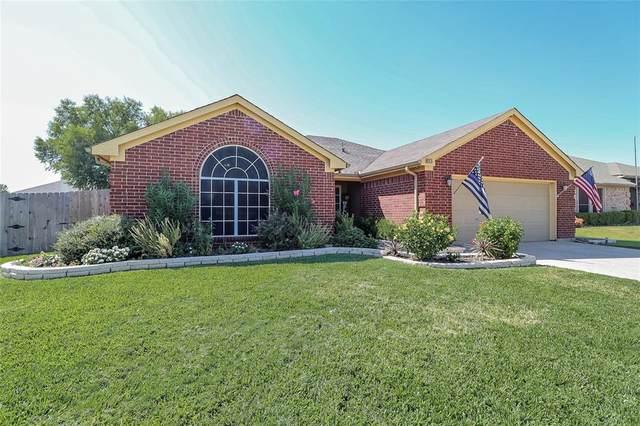 813 Amber Drive, Saginaw, TX 76179 (MLS #14684311) :: The Good Home Team