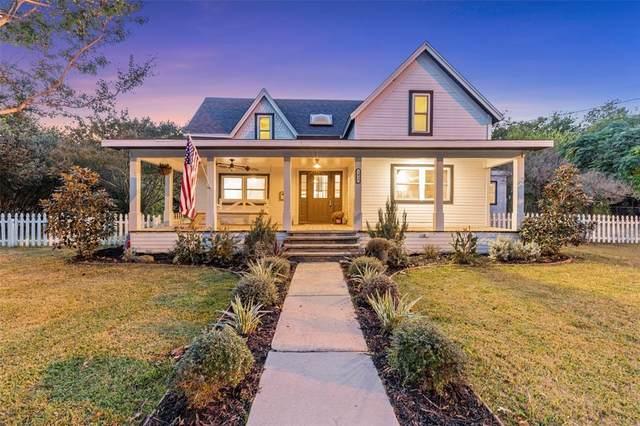 1015 West Street, Mckinney, TX 75069 (MLS #14684775) :: VIVO Realty