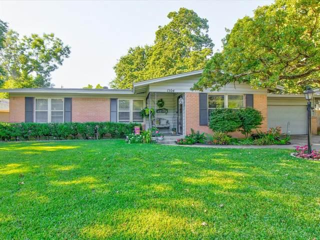1304 Bluebonnet Trail, Arlington, TX 76013 (MLS #14685662) :: Frankie Arthur Real Estate