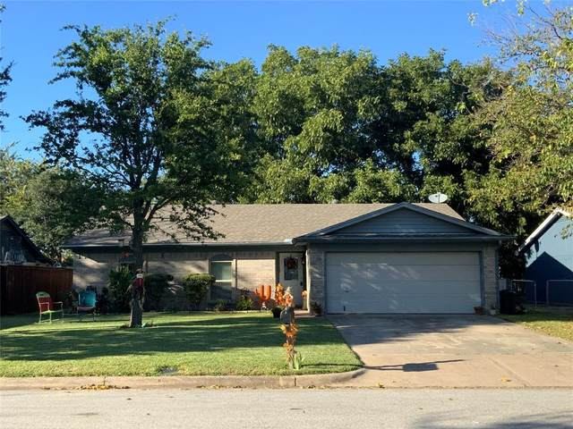 444 Fox Drive, Saginaw, TX 76179 (#14686725) :: Homes By Lainie Real Estate Group