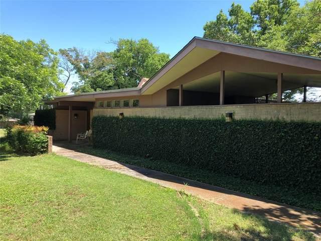 3913 Hampton Road, Denton, TX 76207 (MLS #14686936) :: Trinity Premier Properties