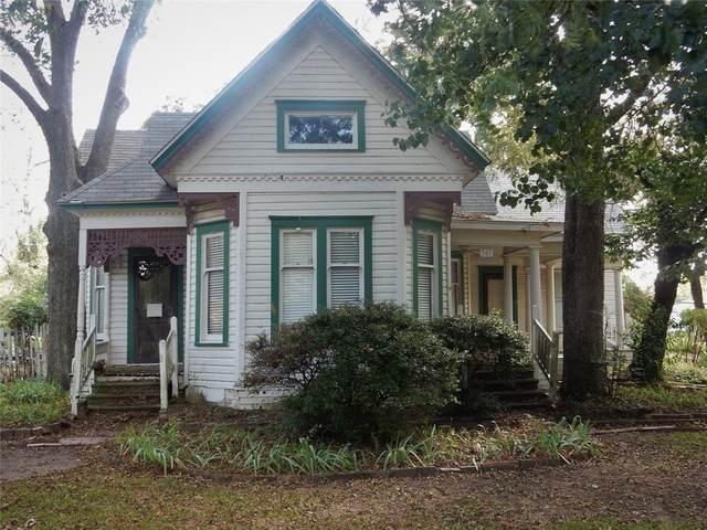 561 E Main Street, Pilot Point, TX 76258 (MLS #14687977) :: Trinity Premier Properties