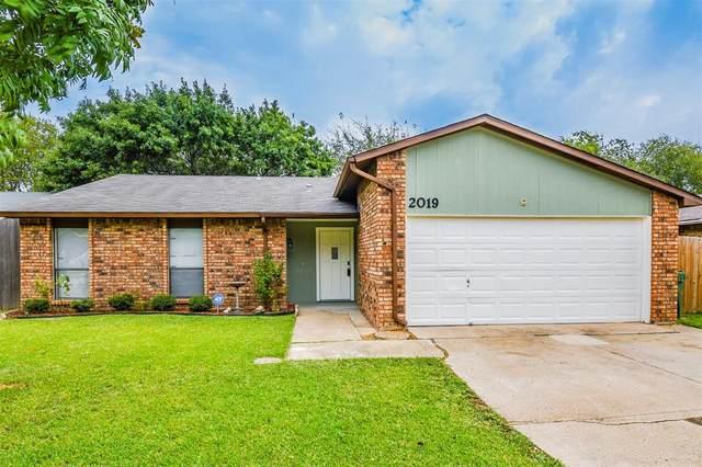 2019 Pennington Drive, Arlington, TX 76014 (MLS #14688940) :: Epic Direct Realty