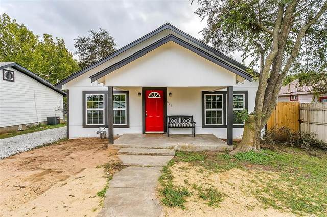 605 Poindexter Avenue, Cleburne, TX 76033 (MLS #14688963) :: The Star Team | Rogers Healy and Associates