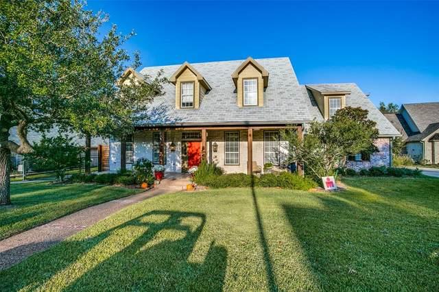 3106 Oakview Drive, Hurst, TX 76054 (MLS #14689052) :: The Chad Smith Team