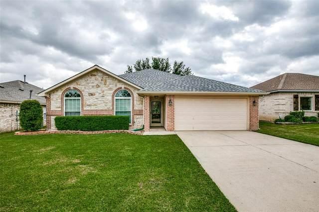 1073 Hillwood Drive, Saginaw, TX 76179 (MLS #14689248) :: RE/MAX Landmark