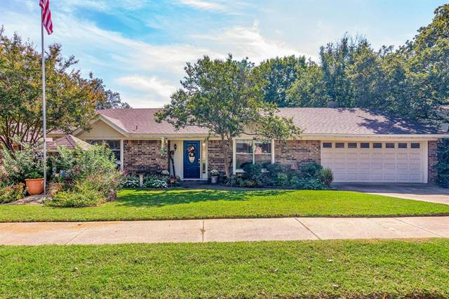 844 Spring Lake Drive, Bedford, TX 76021 (MLS #14689387) :: Epic Direct Realty