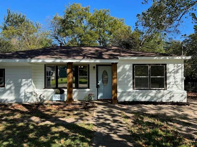 1104 Locust Street, Gainesville, TX 76240 (MLS #14691191) :: Lisa Birdsong Group | Compass