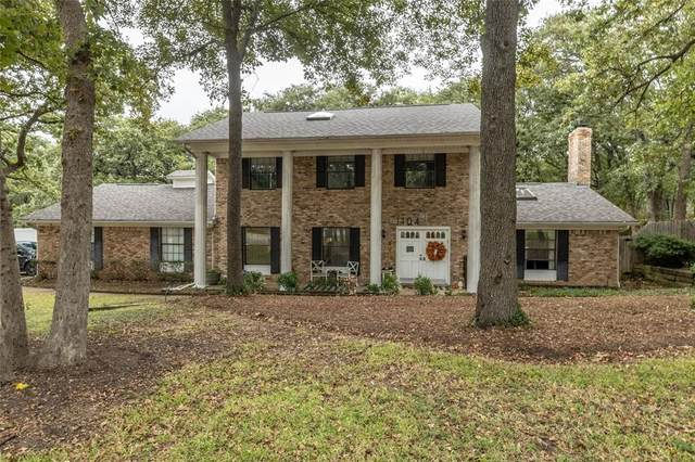 1104 Oakwood Circle, Keller, TX 76248 (MLS #14691225) :: Real Estate By Design