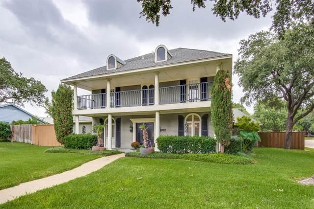 1002 Nottingham Drive, Carrollton, TX 75007 (MLS #14691325) :: Trinity Premier Properties