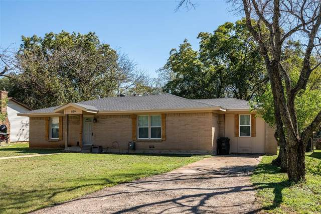 1109 Chester Street, Cleburne, TX 76033 (MLS #14691719) :: Texas Lifestyles Group at Keller Williams Realty