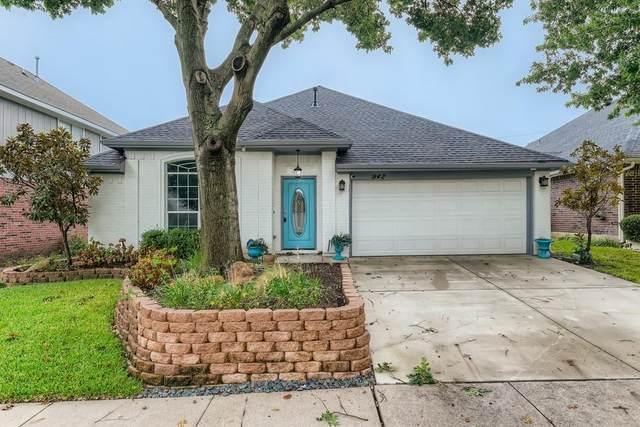 942 Grasswood Court, Arlington, TX 76017 (MLS #14691729) :: The Good Home Team
