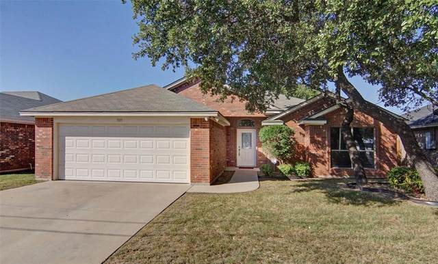 909 King Street, Weatherford, TX 76086 (MLS #14692661) :: Real Estate By Design