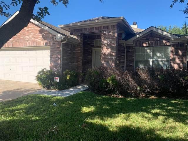 8100 Shoshoni Drive, Arlington, TX 76002 (MLS #14693370) :: RE/MAX Pinnacle Group REALTORS