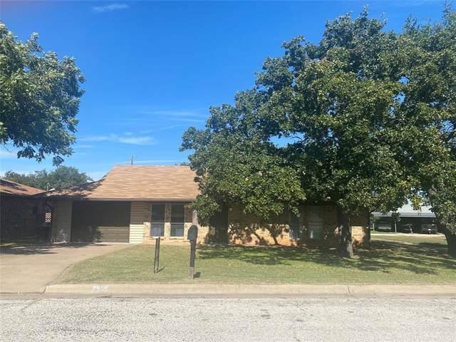 1512 Thomas Lane, Graham, TX 76450 (MLS #14693994) :: Robbins Real Estate Group