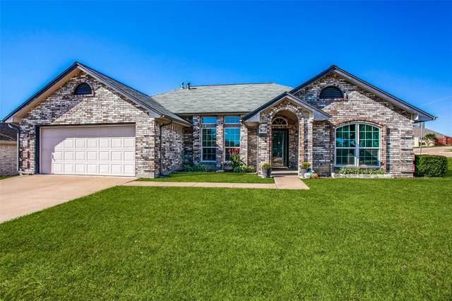 7100 Stonegate Drive, Benbrook, TX 76126 (MLS #14694115) :: Texas Lifestyles Group at Keller Williams Realty