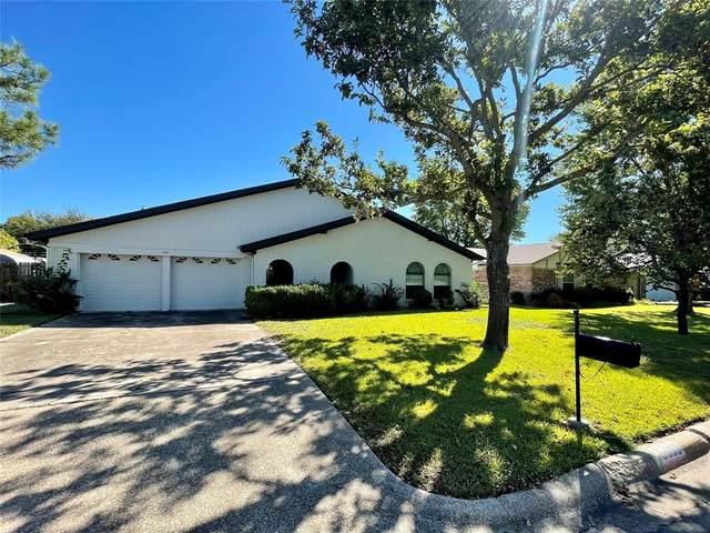6532 Sherri Lane, North Richland Hills, TX 76182 (MLS #14694440) :: Craig Properties Group