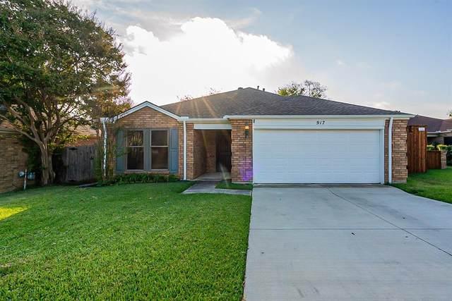 917 Country Club Circle, Grand Prairie, TX 75052 (MLS #14694599) :: The Good Home Team