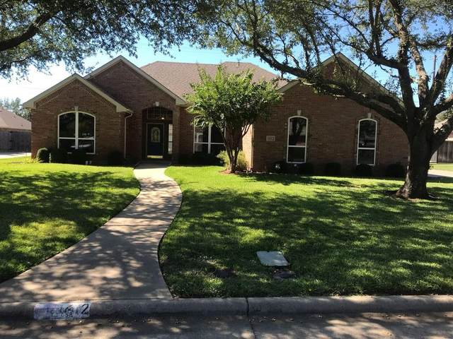 1612 Twin Oaks Drive, Cleburne, TX 76033 (MLS #14694703) :: Texas Lifestyles Group at Keller Williams Realty