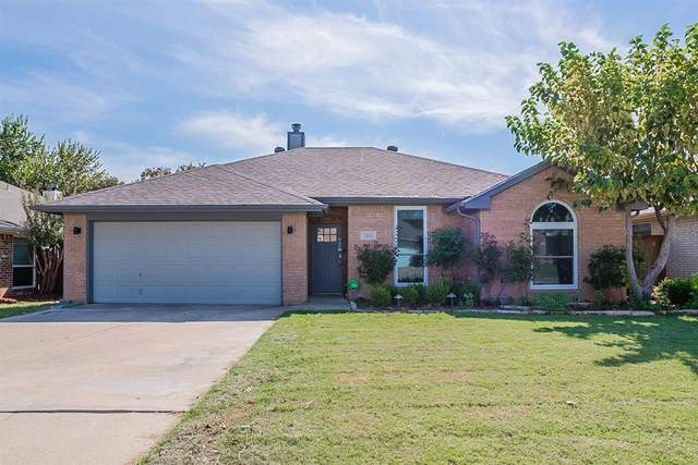 7500 Ashcroft Circle, Fort Worth, TX 76120 (MLS #14696167) :: Real Estate By Design