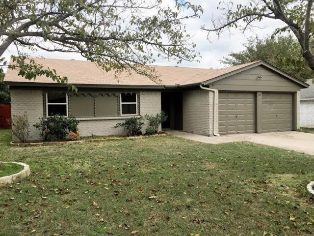 7516 Oak Ridge Drive, North Richland Hills, TX 76182 (MLS #13966976) :: RE/MAX Town & Country
