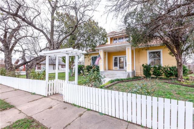 712 E Vanderbilt Street, Stamford, TX 79553 (MLS #14010023) :: RE/MAX Town & Country