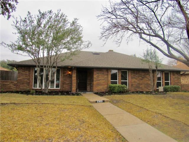 2303 Stone Glen Lane, Carrollton, TX 75007 (MLS #14014724) :: RE/MAX Landmark