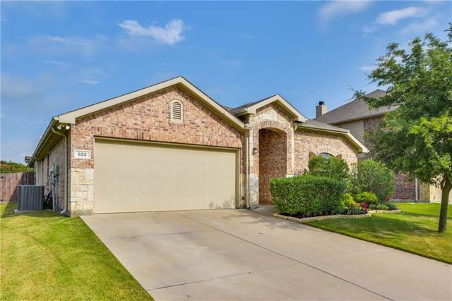 833 Graham Drive, Burleson, TX 76028 (MLS #14090534) :: The Mitchell Group
