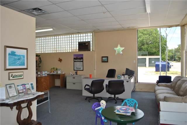 217 Houston, Comanche, TX 76442 (MLS #14146693) :: The Kimberly Davis Group