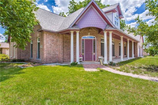 559 E Gee Street, Pilot Point, TX 76258 (MLS #14148143) :: RE/MAX Town & Country