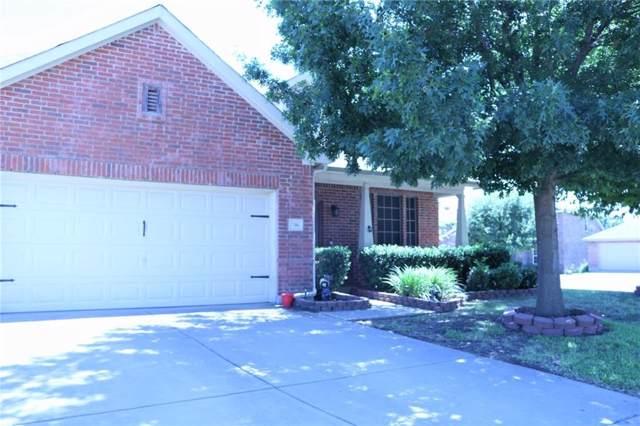 700 Bastrop Drive, Arlington, TX 76002 (MLS #14160679) :: NewHomePrograms.com LLC