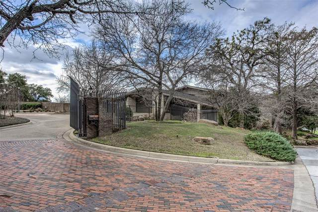2000 Tam O Shanter Drive, Fort Worth, TX 76111 (MLS #14269353) :: Frankie Arthur Real Estate