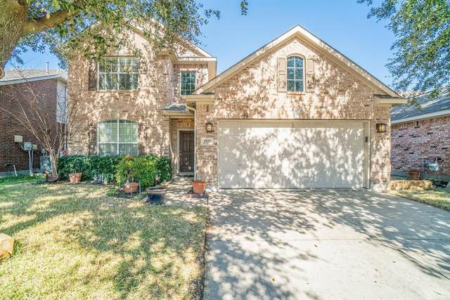 3925 Rochester Drive, Fort Worth, TX 76244 (MLS #14270290) :: NewHomePrograms.com LLC