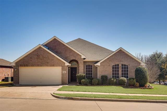 5900 Secco Court, Fort Worth, TX 76179 (MLS #14281957) :: NewHomePrograms.com LLC