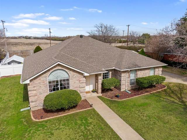 9016 Timber Oaks Drive, Fort Worth, TX 76179 (MLS #14282626) :: The Real Estate Station