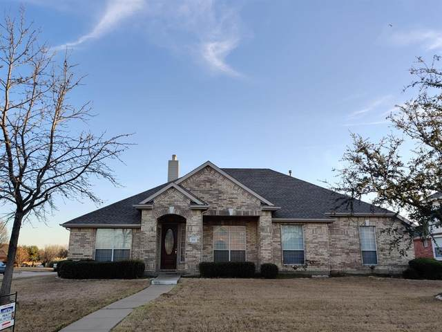 210 Stonegate Lane, Sunnyvale, TX 75182 (MLS #14284604) :: The Paula Jones Team | RE/MAX of Abilene