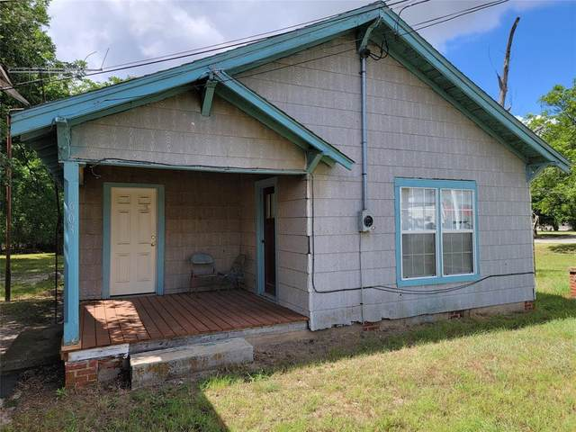 603 E Hall Street, Bangs, TX 76823 (#14285883) :: Homes By Lainie Real Estate Group