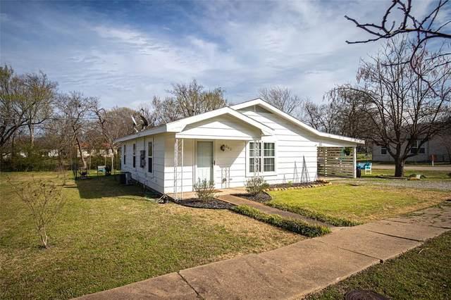 302 N Blanton, Whitewright, TX 75491 (MLS #14295964) :: Baldree Home Team