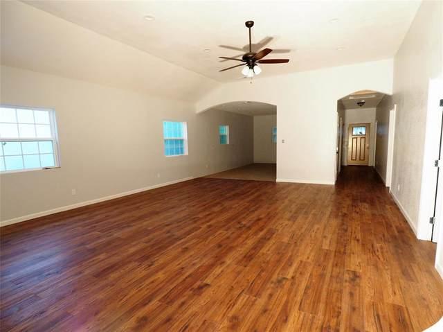 1306 Magnolia Street, Brownwood, TX 76801 (MLS #14313529) :: The Kimberly Davis Group