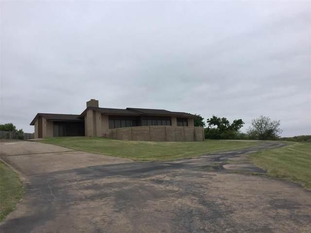 612 S Ave M, Olney, TX 76374 (MLS #14323395) :: The Kimberly Davis Group