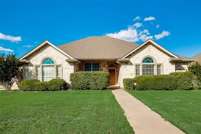 801 Meadow View Drive, Cleburne, TX 76033 (MLS #14354690) :: Ann Carr Real Estate