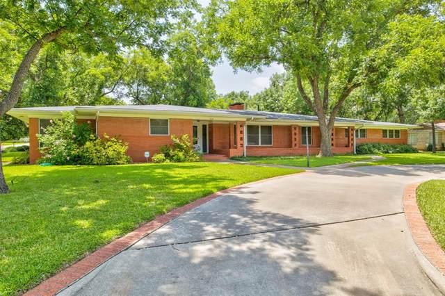 916 Park Street, Graham, TX 76450 (MLS #14368144) :: Tenesha Lusk Realty Group