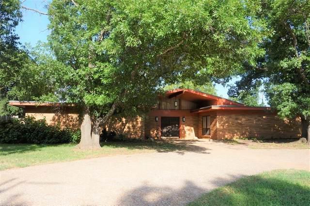 1011 S Rolling Hills Drive, Graham, TX 76450 (MLS #14379671) :: The Kimberly Davis Group