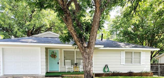 307 W Armstrong Avenue, Comanche, TX 76442 (MLS #14383044) :: Tenesha Lusk Realty Group