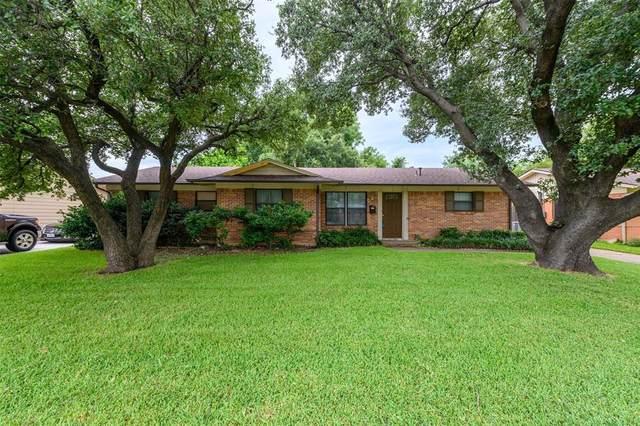 1037 Greenwood Lane, Lewisville, TX 75067 (MLS #14400016) :: The Kimberly Davis Group