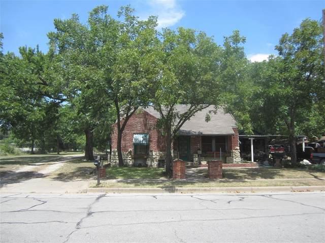 204 W Harrell Street, Cleburne, TX 76033 (MLS #14403806) :: Maegan Brest   Keller Williams Realty