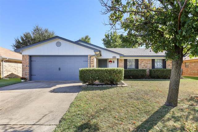 2733 Southpark Lane, Fort Worth, TX 76133 (MLS #14454037) :: Maegan Brest | Keller Williams Realty