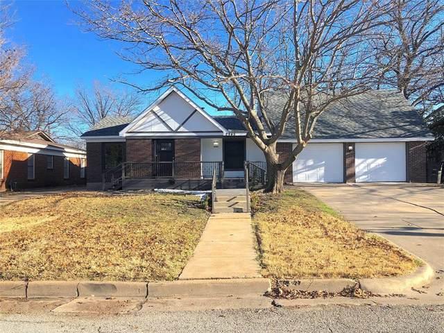 2945 Ryan Place Drive, Fort Worth, TX 76110 (MLS #14489096) :: The Mauelshagen Group